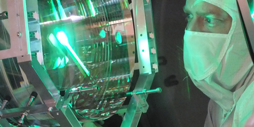Massive Mirrors Feel Fluctuating Photon Forces